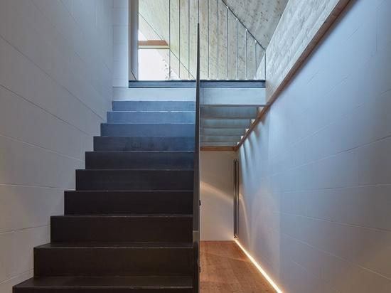 Pavel Míček Architects Progetta una moderna cabina di montagna nella Repubblica Ceca
