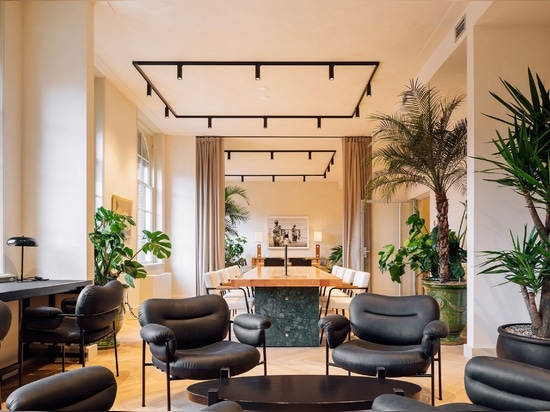 Fosbury & Sons Trasformare un edificio storico di Amsterdam in spazi di coworking contemporaneo