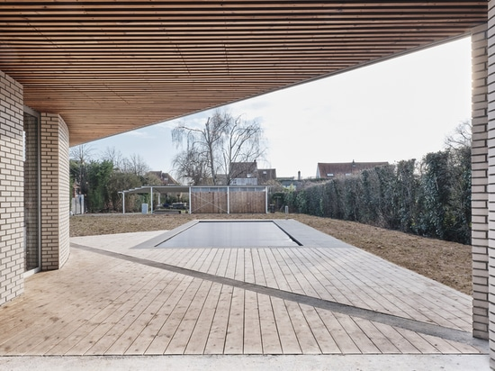 Casa Triangolo / UFFICIO NOTAN