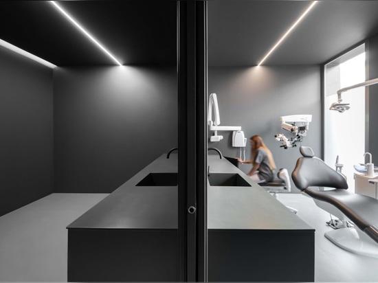 Clinica dentale di Fran Silvestre Arquitectos