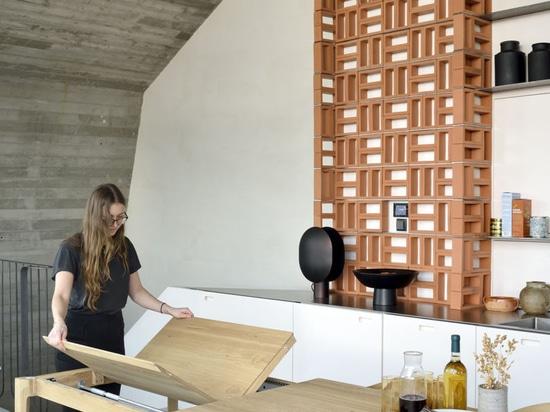 L'attico dell'ufficio di DMOA fornisce un'ispirazione infinita per i piccoli appartamenti