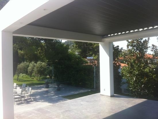 Incredibile pergola per ombreggiare il patio