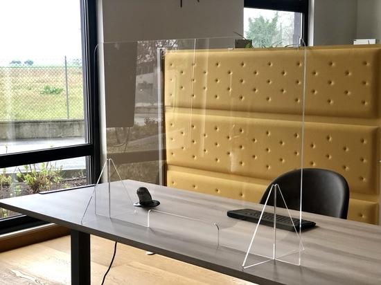 Separatori in plexiglass: la soluzione per farmacie, front office, cliniche e laboratori d'analisi