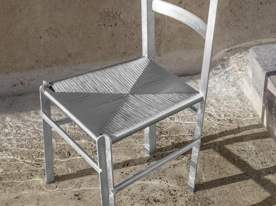 Francesco Faccin reinventa un anonimo design di sedia classica