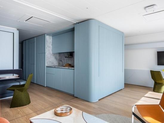 Appartamento galleggiante modernista che fa riferimento ai transatlantici della metà del secolo scorso