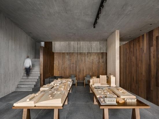 L'architetto Manuel Cervantes ci invita nella sua sede abitativa/lavorativa