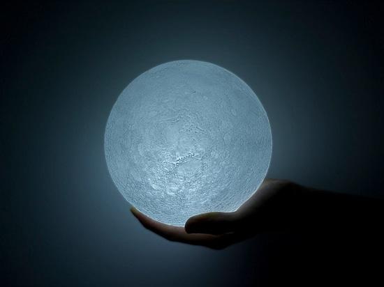 La Luna, una luce LED.