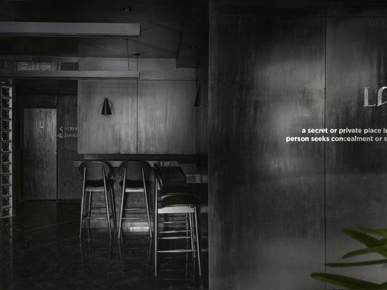 Il ristorante e bar Black Concrete / RENESA Architecture Design Interiors Studio