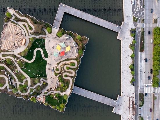 Il parco e il teatro all'aperto Little Island di Thomas Heatherwick aprono sull'Hudson