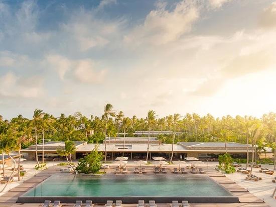 """Studio MK27 svela il suo ventilato villaggio di """"isole nell'isola"""" alle Maldive"""