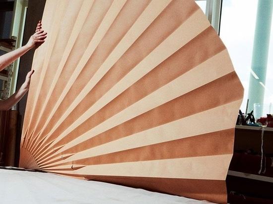 A Lognon, la tecnica utilizzata per creare le pieghe si basa sul vapore e su stampi di cartone, alcuni dei quali hanno più di 100 anni